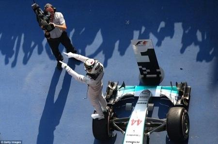 Lewis Hamilton giành chiến thắng tuyệt đối