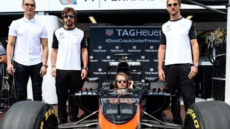 """Mercedes đã """"cướp trắng"""" chiến thắng của Hamilton"""