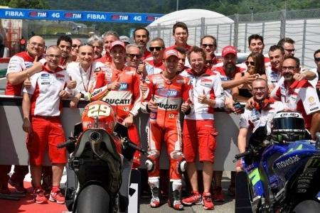 Andrea Iannone xuất sắc có pole đầu tiên trong mùa giải