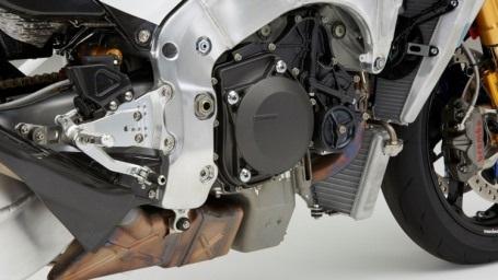 Honda đã công bố video ghi lại cảnh tay đua Márquez điều khiển một chiếc RC213V-S: