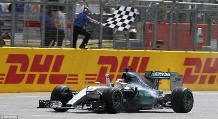 Chiến thắng đầy cảm xúc của Lewis Hamilton