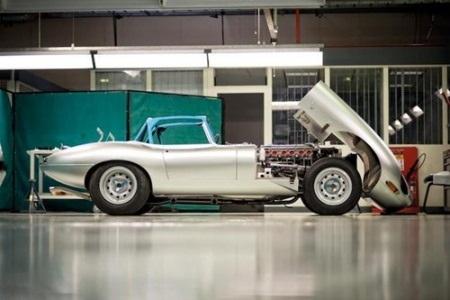 Phiên bản thể thao siêu nhẹ E-Type Lightweight được sản xuất vào năm 1963-1964