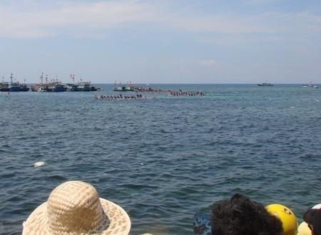 Lễ hội đua thuyền là ngày hội đông vui nhất ở đảo Lý Sơn.