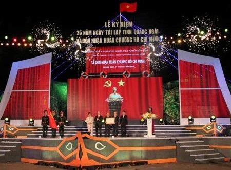 Lễ đón nhận Huân chương Hồ Chí Minh tại Quảng Ngãi.