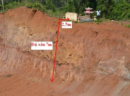 Lòng đất núi Ngang có kết cấu tơi, xốp và dễ sạt lở khi thấm nước mưa lâu ngày.