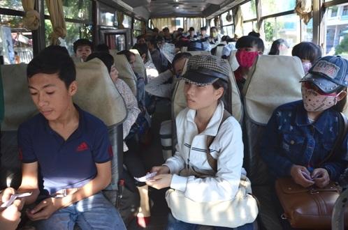Thí sinh Quảng Ngãi lên xe và sẵn sàng vượt hơn 130km đến điểm thi.
