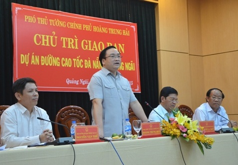 Phó Thủ tướng Hoàng Trung Hải chỉ đạo về dự án đường cao tốc Đà Nẵng - Quảng Ngãi.