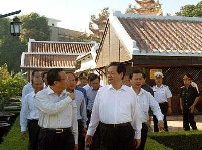 Thủ tướng thăm Khu di tích Trường Dục Thanh, nơi Chủ tịch Hồ Chí Minh ở và dạy học năm 1910