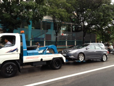 Nhiều xe bị chết máy (Ảnh: Bảo Trung)