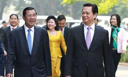 Thủ tướng Nguyễn Tấn Dũng chủ trì lễ đón Thủ tướng Hun Sen
