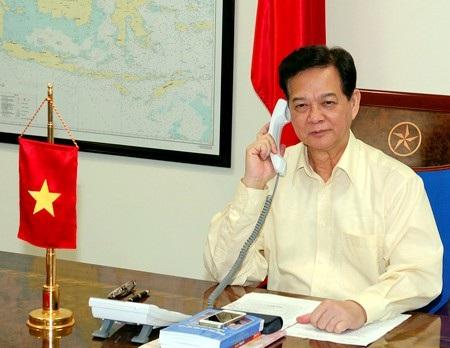 Thủ tướng Nguyễn Tấn Dũng điện đàm với Thủ tướng Malaysia Najib Tun Razak. Ảnh: VGP/Nhật Bắc