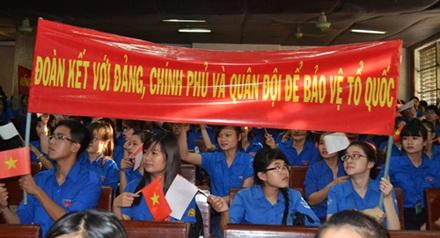 Sinh viên biểu thị lòng yêu nước. Ảnh: baoxaydung.com.vn