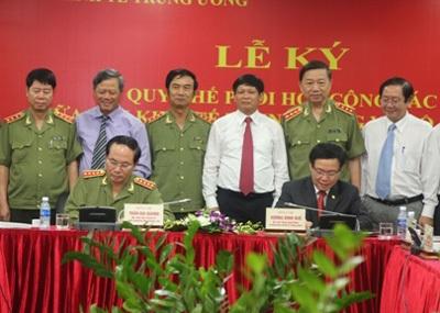 Ban Kinh tế Trung ương và Bộ Công an ký Quy chế phối hợp công tác