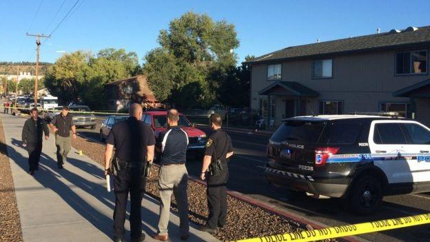 Cảnh sát phong tỏa hiện trường vụ xả súng tại đại học Bắc Arizona (Ảnh: AP)