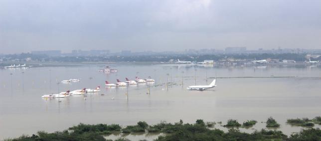 Ấn Độ: Mưa lũ làm 280 người chết, cuốn trôi cả máy bay - 3