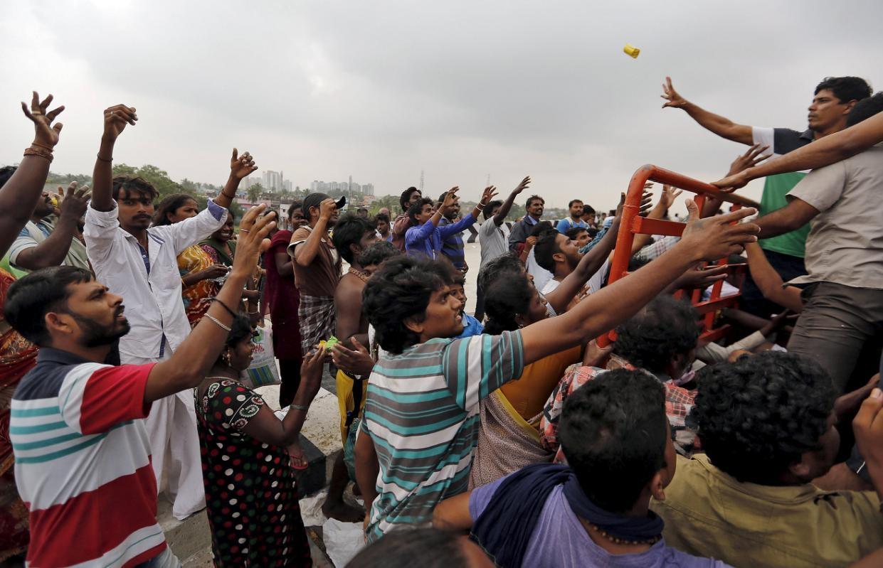 Ấn Độ: Mưa lũ làm 280 người chết, cuốn trôi cả máy bay - 12