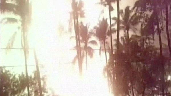 Nhiều tiếng nổ lớn đã vang lên, khiến ngôi đền bị hư hại nặng. (Ảnh: India Express)