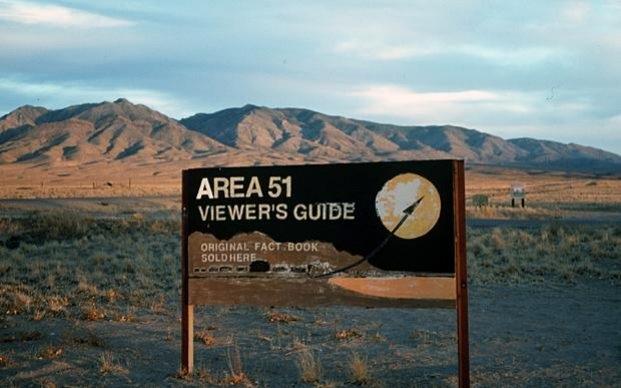 Một tấm bảng trên đường dẫn tới Khu vực 51. (Ảnh: Telegraph)