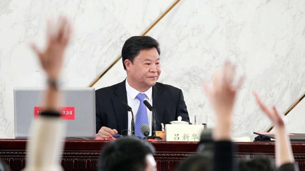 Ông Lu Xinhua trở nên nổi tiếng sau câu nói ám chỉ Chu Vĩnh Khang. (Ảnh: SCMP)