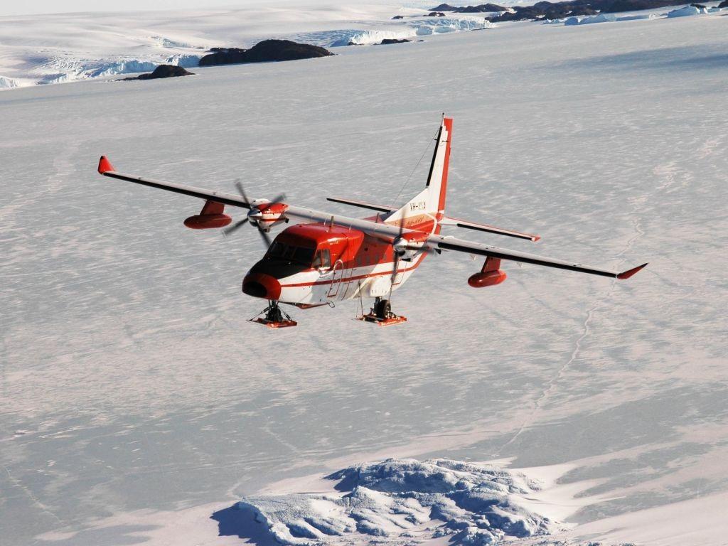 Một chiếc CASA-212-400 của Úc hoạt động tại Nam Cực. (Ảnh: Australian Antarctic Division)