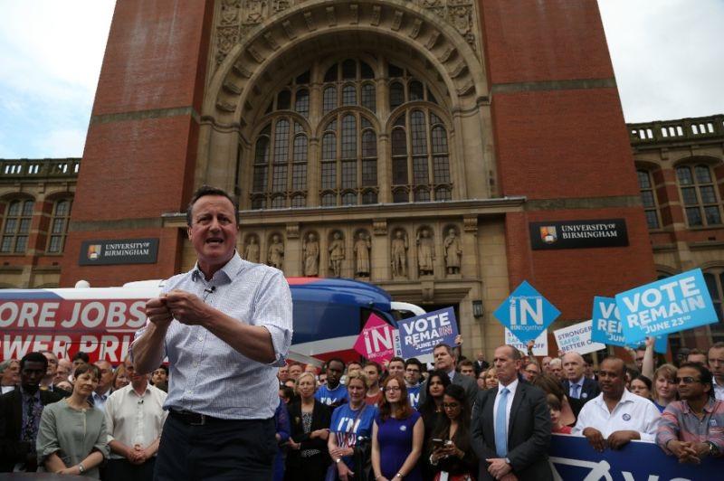 Thủ tướng Anh David Cameron vận động người dân bỏ phiếu ở lại EU. (Ảnh: AFP)