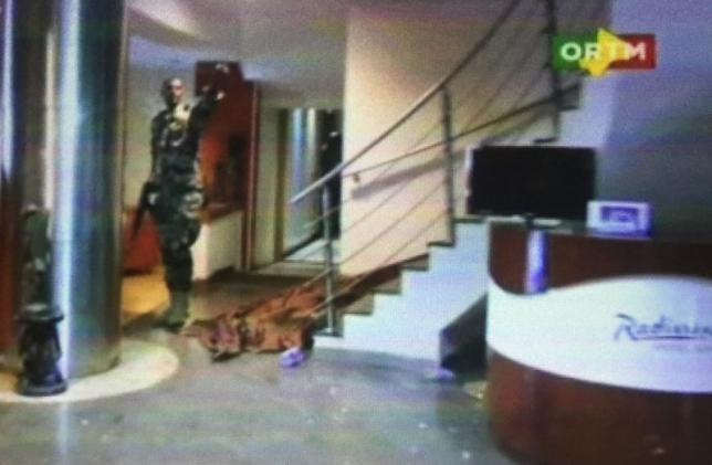 Sảnh ngoài của khách sạn Radisson Blue tại Mali, nơi các tay súng Hồi giáo bắt 170 người làm con tin ngày 20/11 (Ảnh: AP)