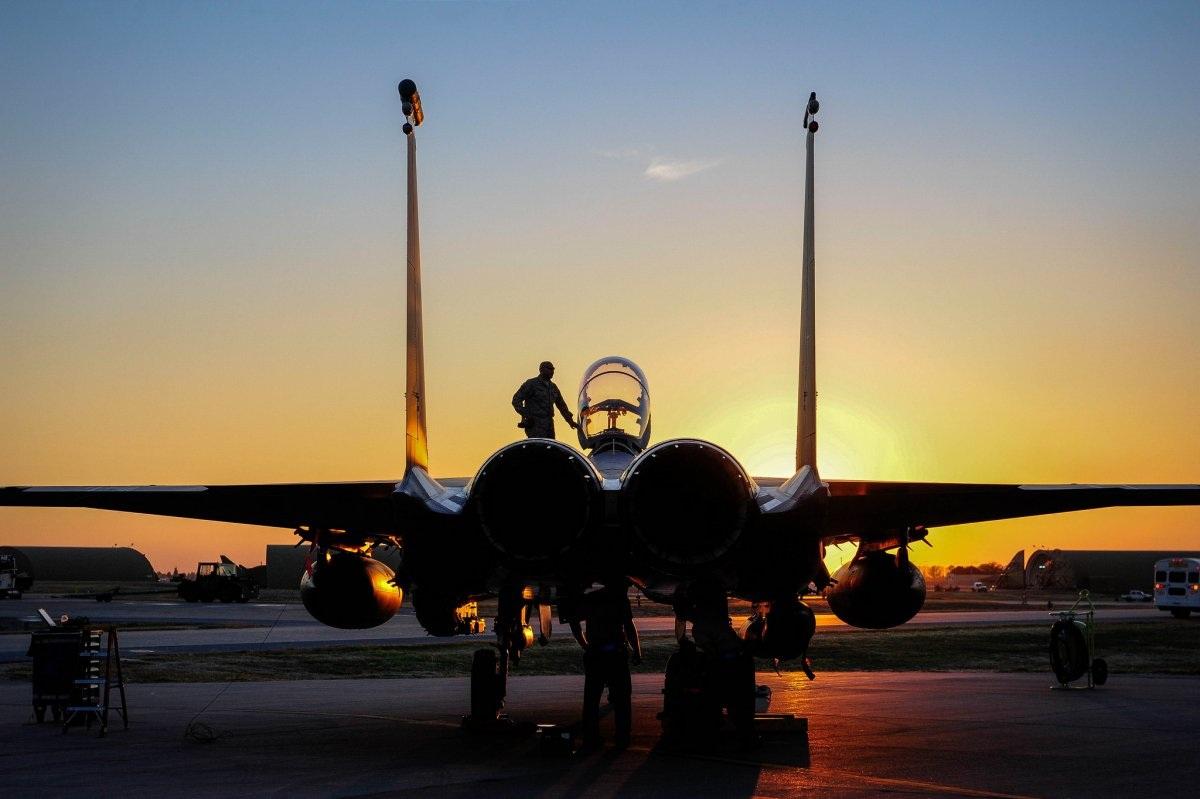 Một chiến đấu cơ F-15E Strike Eagle đang đậu tại căn cứ không quân Incirlik, Thổ Nhĩ Kỳ ngày 12/11. (Ảnh: Không quân Mỹ)