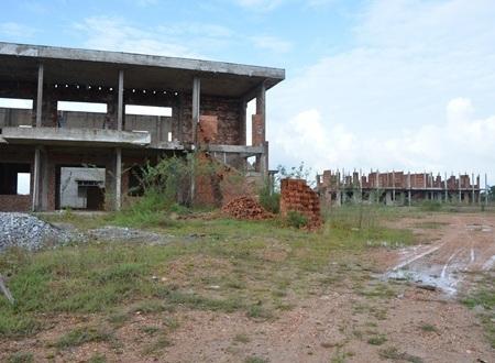 Trung tâm dạy nghề bị bỏ hoang, ẩm mốc và dần xuống cấp.