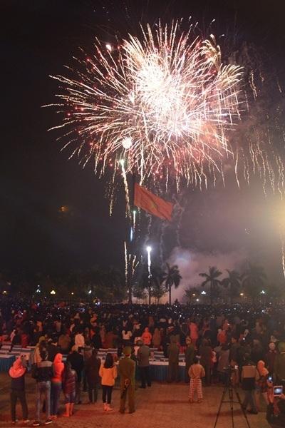 """Pháo """"nở hoa"""" trên bầu trời chào năm mới Bính Thân - 29"""