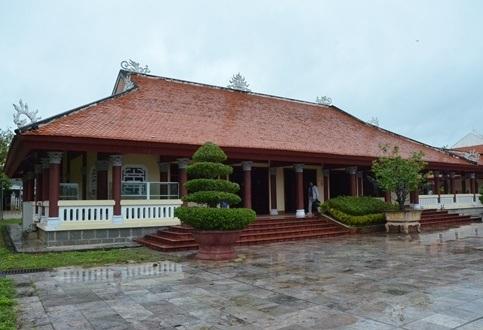 Khu trưng bày vật lưu niệm của Thủ tướng Phạm Văn Đồng ở quê nhà thuộc xã Đức Tân (huyện Mộ Đức, tỉnh Quảng Ngãi).