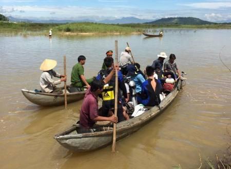 Điều động đội lặn của Cảnh sát PCCC tỉnh tham gia lặn tìm ông Hạnh.