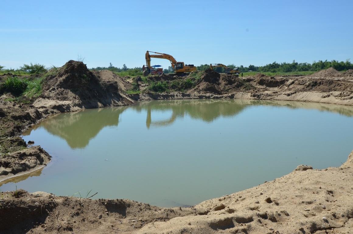 Những hố tử thần hiện hình đầu dòng chảy trước ốc đảo với hơn 400 hộ dân.