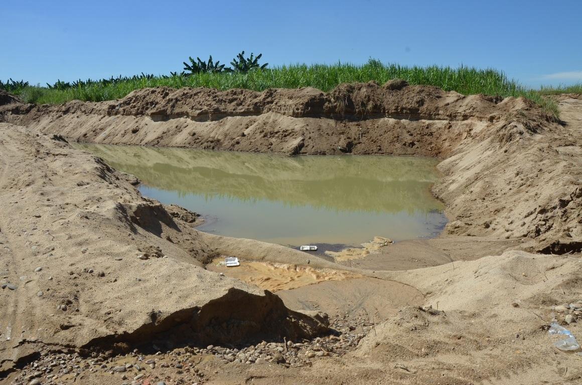 Vụ 9 học sinh chết đuối do khai thác cát chưa vơi, những hố tử thần như thế này lại ồ ạt mọc lên.