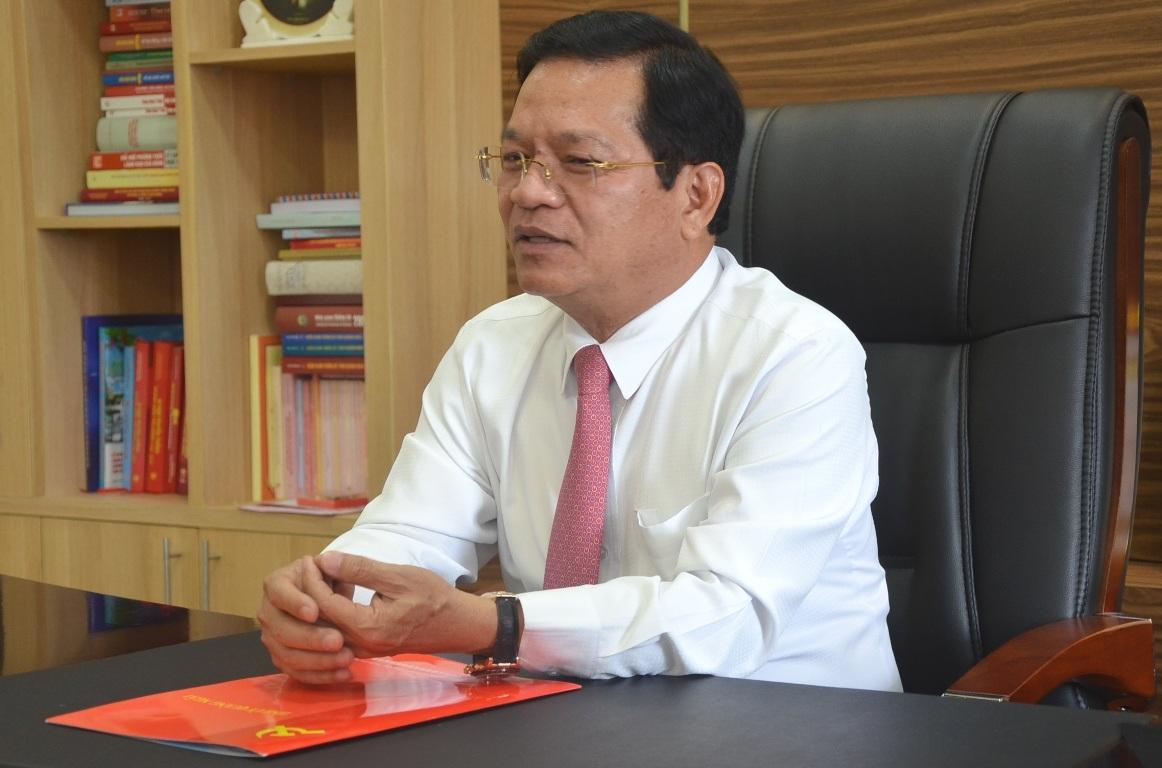 Ông Lê Viết Chữ trao đổi với PV Dân trí về mục đích, giải pháp và chế tài xử lý kỷ luật theo Quyết định 306 của BTV Tỉnh ủy Quảng Ngãi.