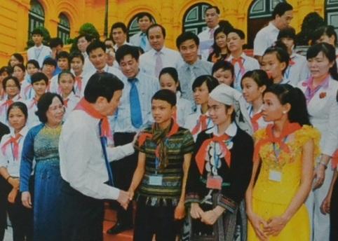 Em Phạm Huy Trãi vinh dự gặp nguyên Chủ tịch nước Trương Tấn Sang tại Hà Nội với nỗ lực học tập của người đồng bào thiểu số Hre.