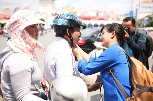 Đổi hàng nghìn mũ bảo hiểm đạt chuẩn cho tài xế xe ôm Hà Nội - 2