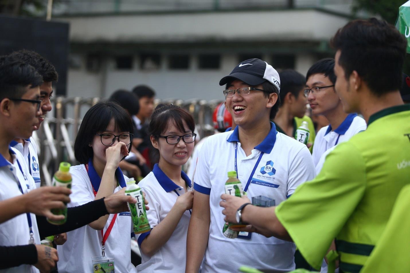 Hoàng Yến Chibi hào hứng tiếp sức mùa thi cùng các sĩ tử - 7