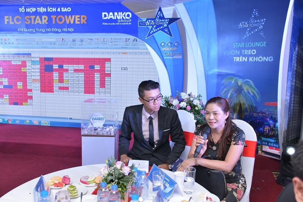 Chị Thoa, nhà ở số 55 Quang Trung, Hà Đông, ngay đối diện dự án, đã mua 2 căn hộ, một căn chị ở, một căn cho con trai năm sau lấy vợ.