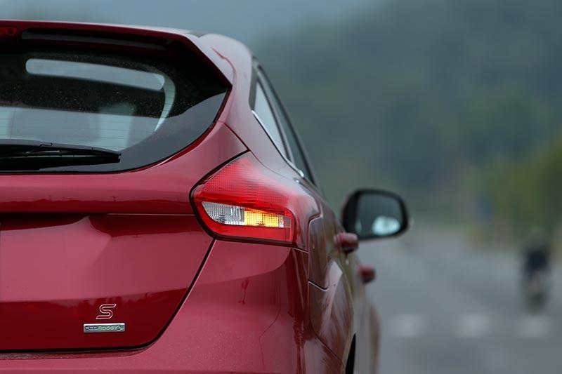 Vì sao Ford Focus 1.5L đắt hơn Focus 1.6L? - 16