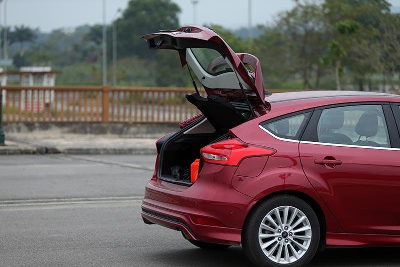 Vì sao Ford Focus 1.5L đắt hơn Focus 1.6L? - 14
