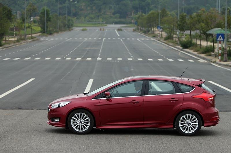 Vì sao Ford Focus 1.5L đắt hơn Focus 1.6L? - 9