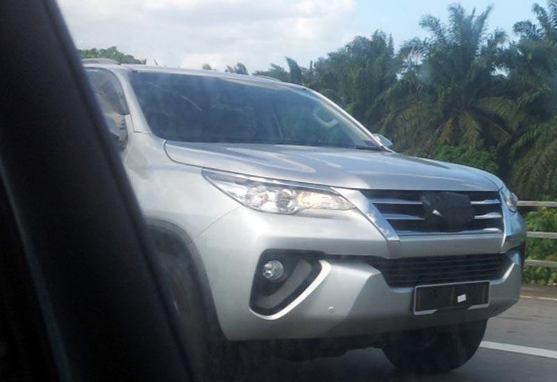 Toyota Fortuner được chụp trộm tại Malaysia