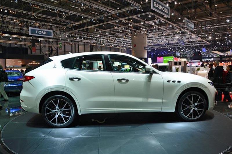 Maserati Levante có giá bán, bất lợi trước đối thủ Porsche Cayenne? - 4