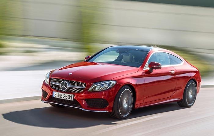 Ngoài ra, hãng xe Đức cũng đã đưa về mẫu C300 coupé với giá bán 2,7 tỉ đồng (đã bao gồm các loại thuế liên quan).