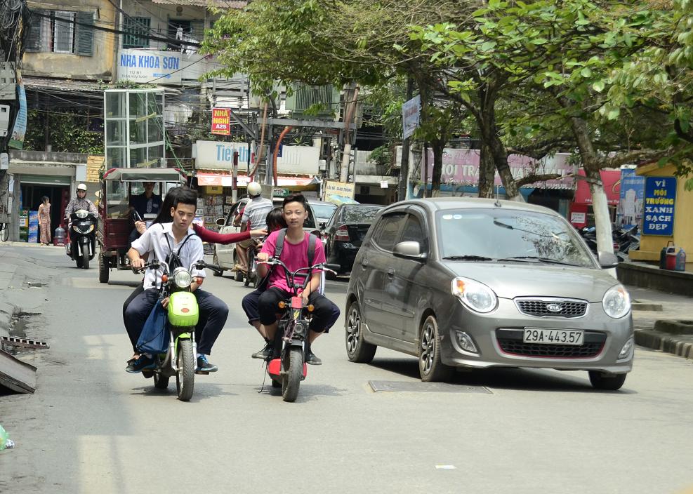 Xe đạp điện hiện đang rất phổ biến tại các thành phố lớn và bắt đầu cần được quản lí chặt chẽ khi tham giao thông