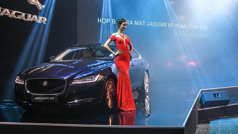 Mặc dù cho biết những chiếc Jaguar XF mới đã được trang bị những lựa chọn tốt nhất, nhưng hiện tại nhà phân phối vẫn chưa công bố giá bán cụ thể mẫu xe này vì lí do chưa lựa chọn xong các trang bị cho mẫu xe này.