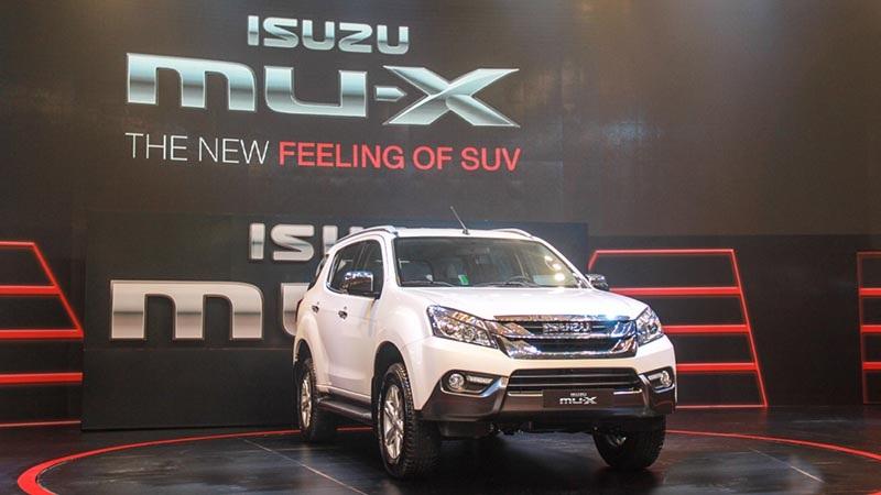 Isuzu MU-X hiện có giá bán 899 triệu đồng cho phiên bản 2.5L và 960 triệu đồng cho phiên bản 3.0L