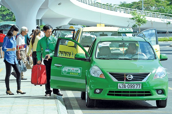 Một trong những nguyên nhân khiến giá taxi ở Việt Nam cao là do giá xe taxi quá đắt - Ảnh: Dương Linh