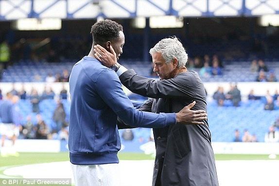 Lukaku gặp lại Mourinho, tiền đạo người Bỉ đã không gây ấn tượng được với Mourinho ở Chelsea và đã sang Everton chính thức từ mùa trước