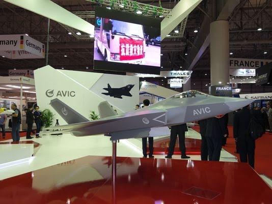 Mẫu FC-31 tại triển lãm Hàng không Dubai (Ảnh DefenseNews)